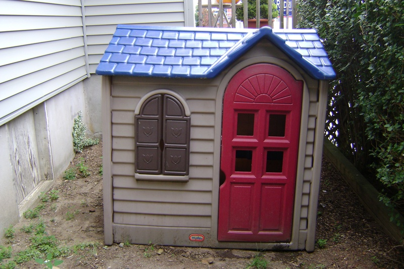 Little tikes outdoor playhouse Outdoor playhouse for sale used